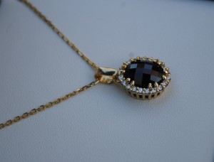 4.8 carat Garnet Oval 11x9 mm, set in a gold pendant